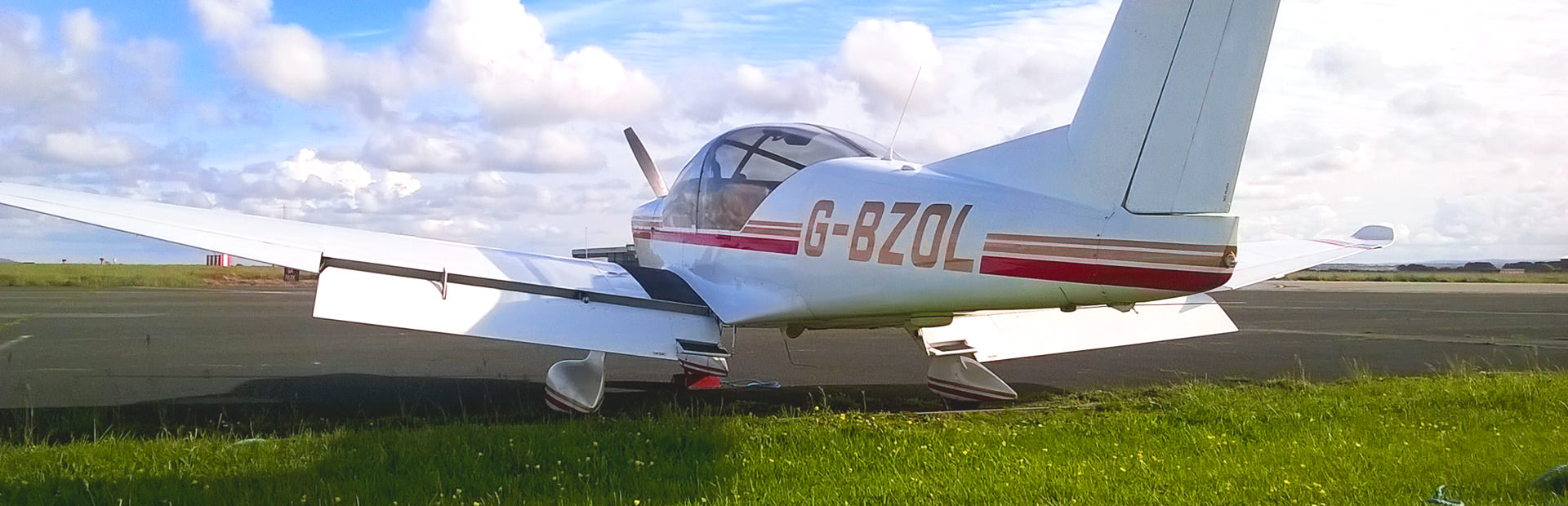 G-BZOL, Robin R3000 at Flynqy Pilot Training